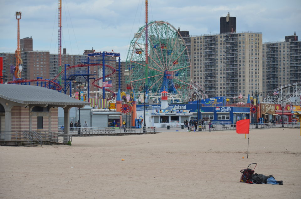 Coney Island in Brooklyn mit Strand und Vergnügungspark