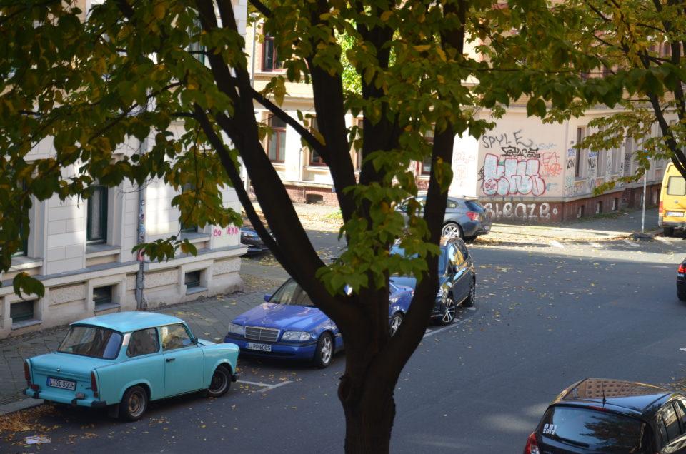Einen Trabbi hatte ich in Osnabrück noch nie vor der Haustür stehen. In Leipzig sind es manchmal gleich zwei.