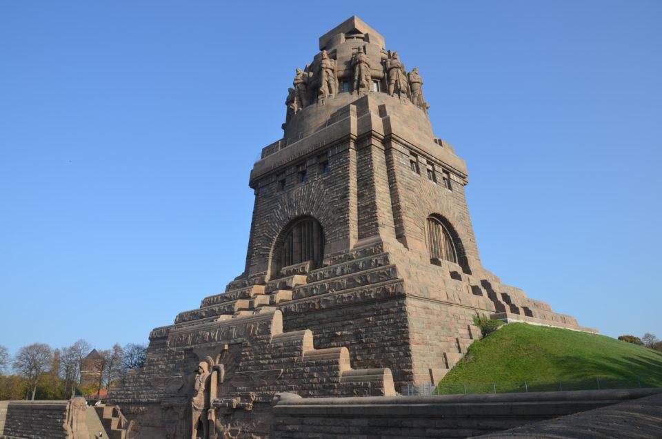 Das Völkerschlachtdenkmal ist eines der Wahrzeichen von Leipzig und sollte daher bei einer Leipzig Städtereise möglichst angesteuert werden.