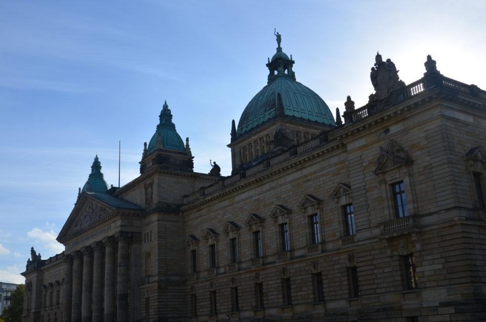 Das prachtvolle Bundesverwaltungsgericht liegt gegenüber dem Neuen Rathaus und sollte nicht nur deswegen bei einem Leipzig Kurztrip angesteuert werden.