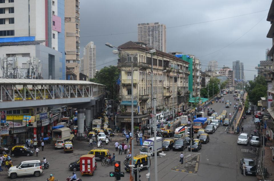 Wenn du nicht stundenlang im Stau in Mumbai verbringen möchtest, dann lies meine Mumbai Reisetipps zum Transport in der Stadt.