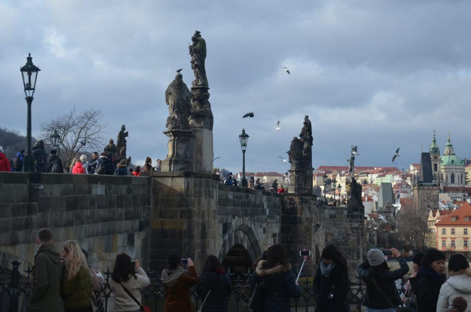 Die Karlsbrücke sichert sich bei allen Prag Tipps zum Reisen ihren Platz, so auch bei den Tipps zu Filmen.