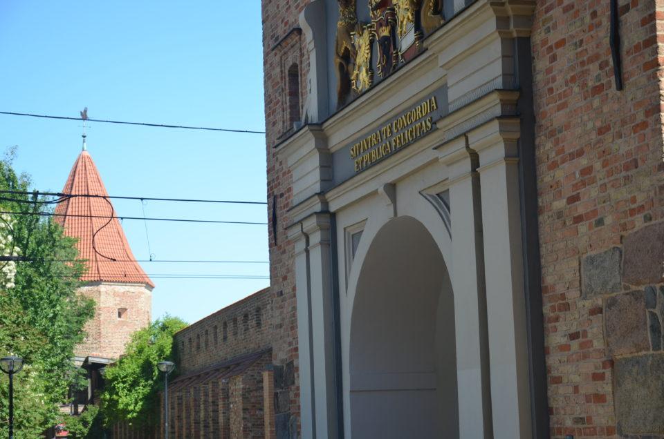Beim Rostock Sehenswürdigkeiten Rundgang empfiehlt es sich, durch das Steintor die Altstadt zu betreten.