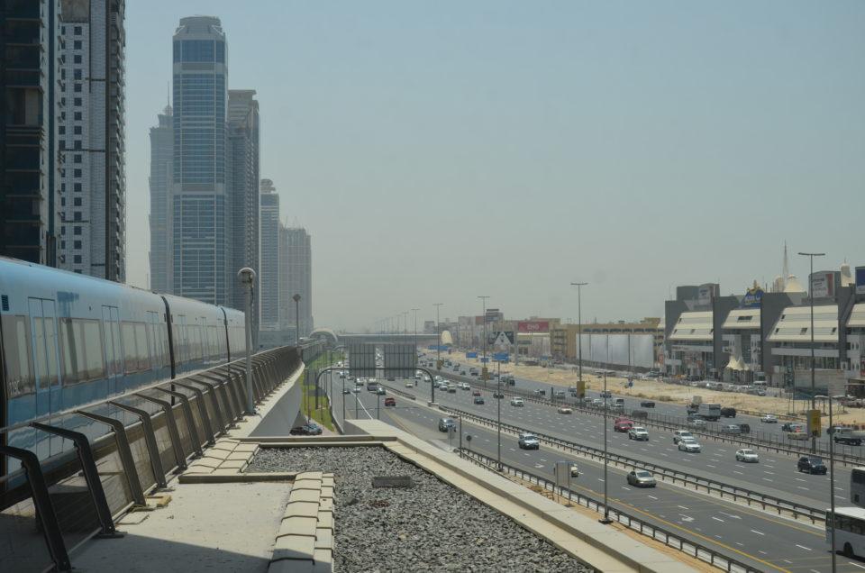 In den Dubai Reisetipps gehe ich auch auf die Fortbewegungsmittel wie Metro, Auto und Taxi ein.