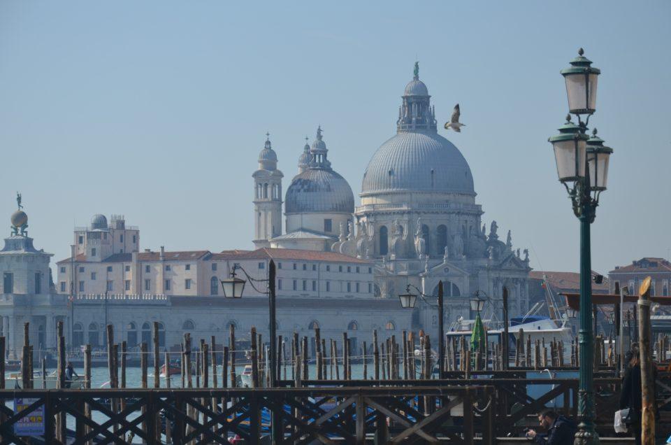 Zu den Venedig Sehenswürdigkeiten zählt auch die Basilica di Santa Maria della Salute.