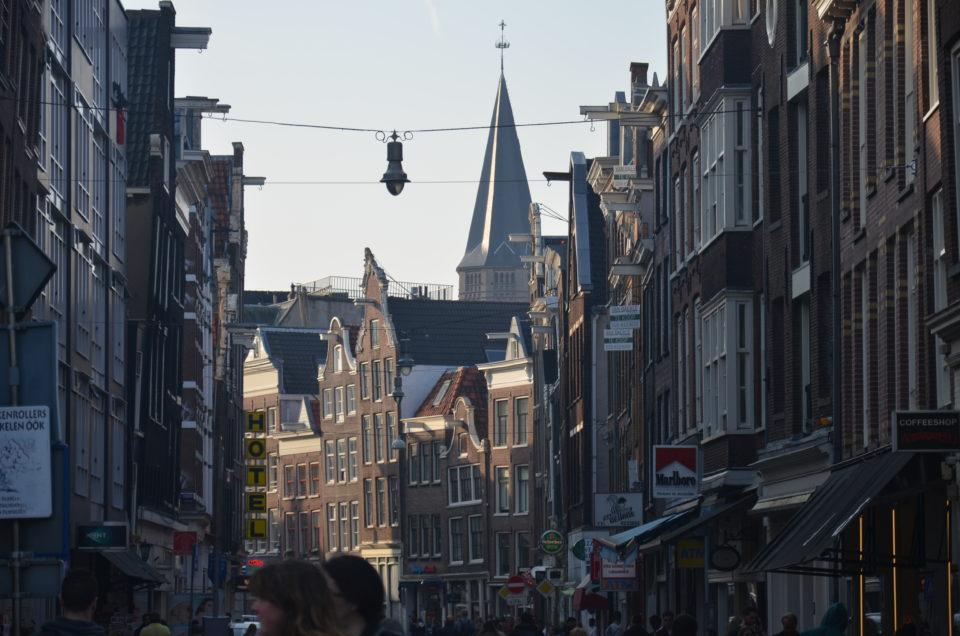 Zu den Amsterdam Geheimtipps zählen auch Haarlemmerstraat und Haarlemmerdijk.