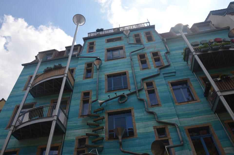 Zu den Dresden Geheimtipps gehört auch dieses Rohrkonstrukt in der Kunsthofpassage.