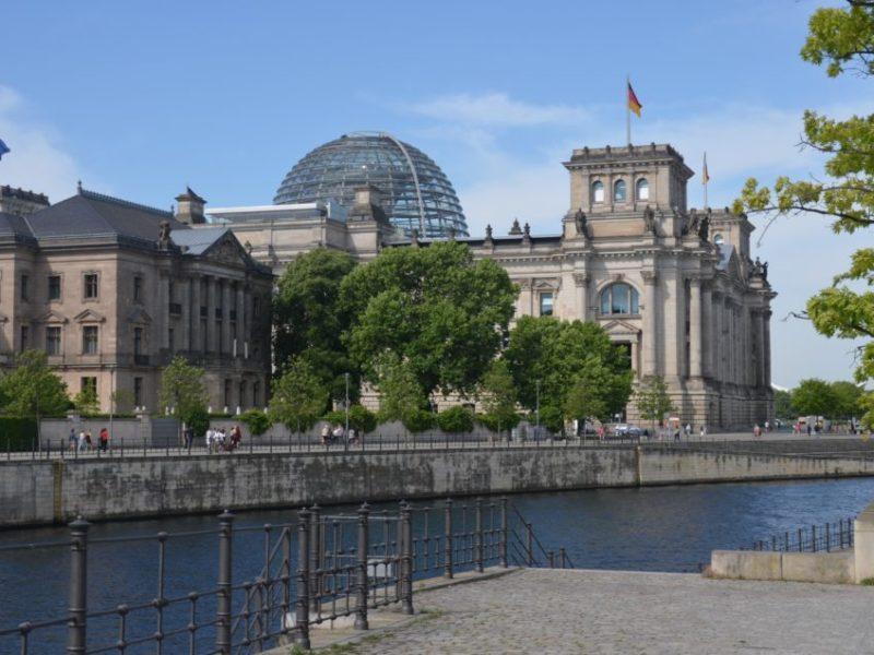 Berlin Hotel Tipps: Zum Übernachten in Berlin gebe ich dir hier Infos zu guten Unterkünften rund um den Reichstag.