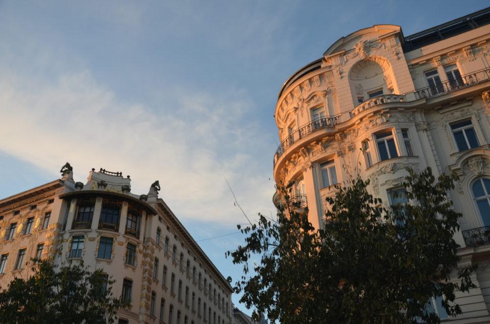 Zu den Wien Tipps zählen auch die von Otto Wagner gestalteten Wienzeilenhäuser mit dem Majolikahaus.