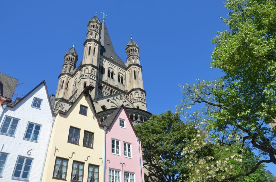 In meinen Köln Reisetipps nenne ich dir auch schöne Unterkünfte rund um Groß St. Martin in der Altstadt.