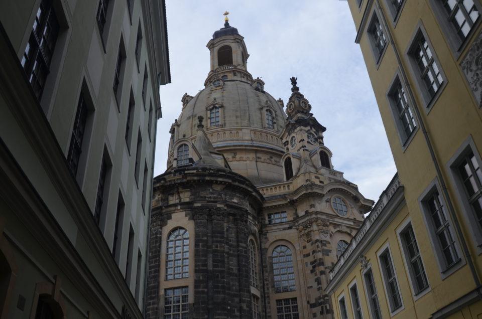 Hier folgen die besten Dresden Stadtführungen & Unternehmungen rund um die Frauenkirche.
