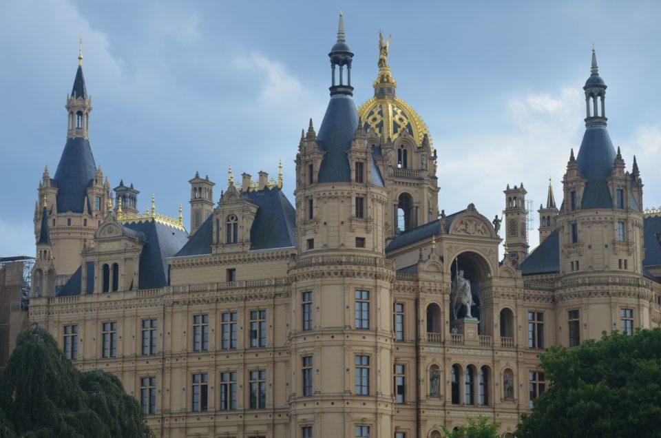 Unter den Schwerin Sehenswürdigkeiten ist das Schloss mein persönliches Highlight.