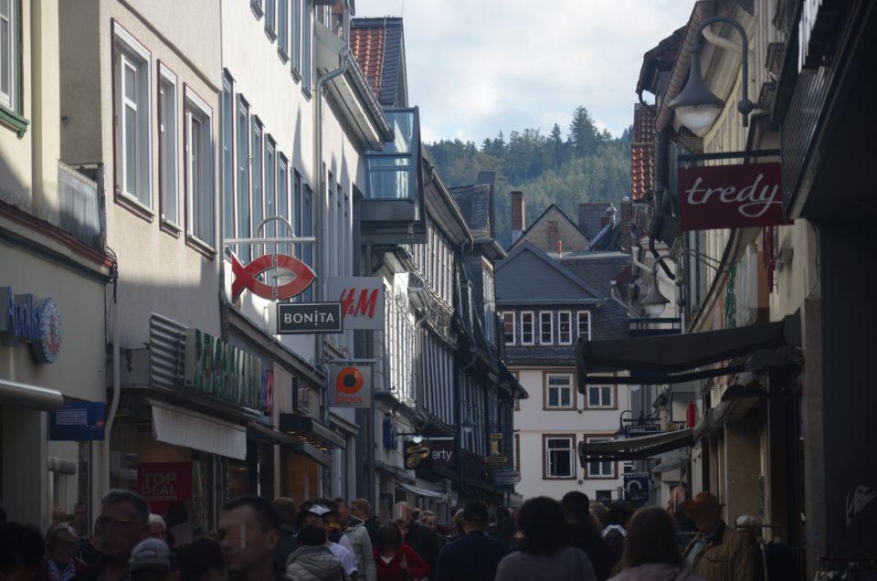 Zu den Goslar Tipps kann auch der Bummel durch die Fischemäkerstraße gezählt werden.