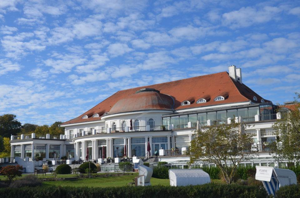 Zu den Travemünde Tipps gehört auch das Atlantic Grand Hotel an der Strandpromenade.