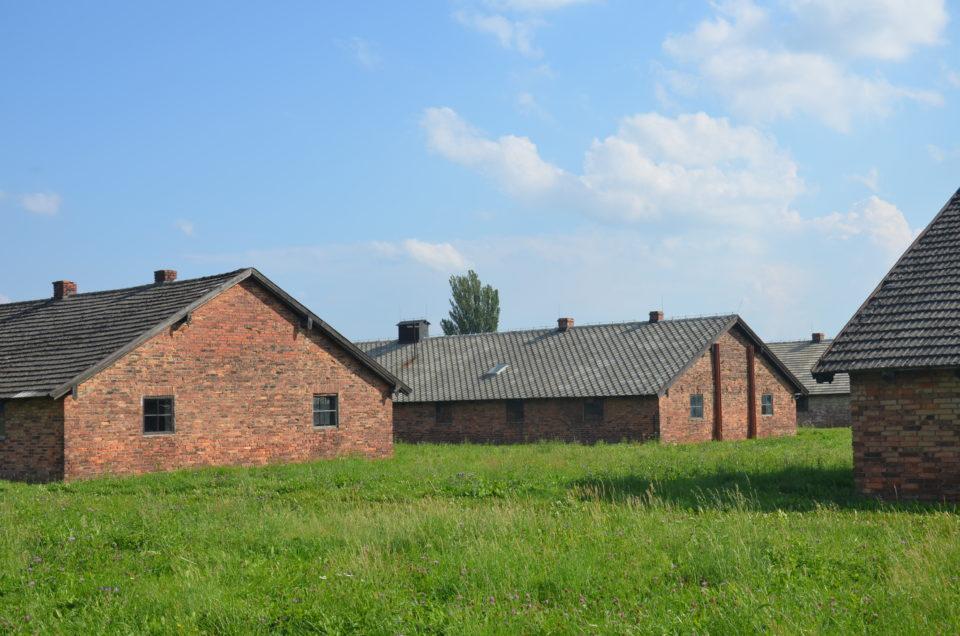 Eine der letzten Stationen beim Besuch von KZ Auschwitz II können die Baracken des Frauenlagers sein.